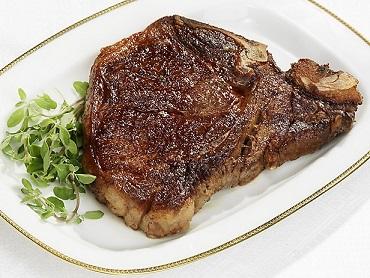 Takový stek lze jíst bez problémů u Dukanovy diety, dělené stravy, diety StředaForm, ale i bezsacharidové či Atkinsovy diety